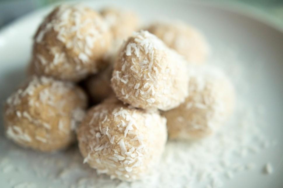Beijinho de Coco Saudável – Sem Açúcar e Glúten